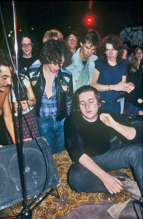 nick-cave-watches-the-saints-perform-at-the-tiger-room-melbourne-1977